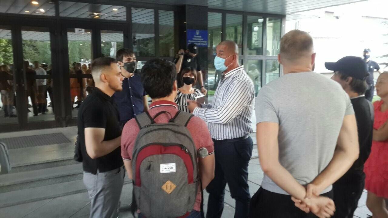 "Мужчину, который избил ""азовца"", отпустили из СИЗО - Нацкорпус провел акцию у стен Нацполиции, фото-4"