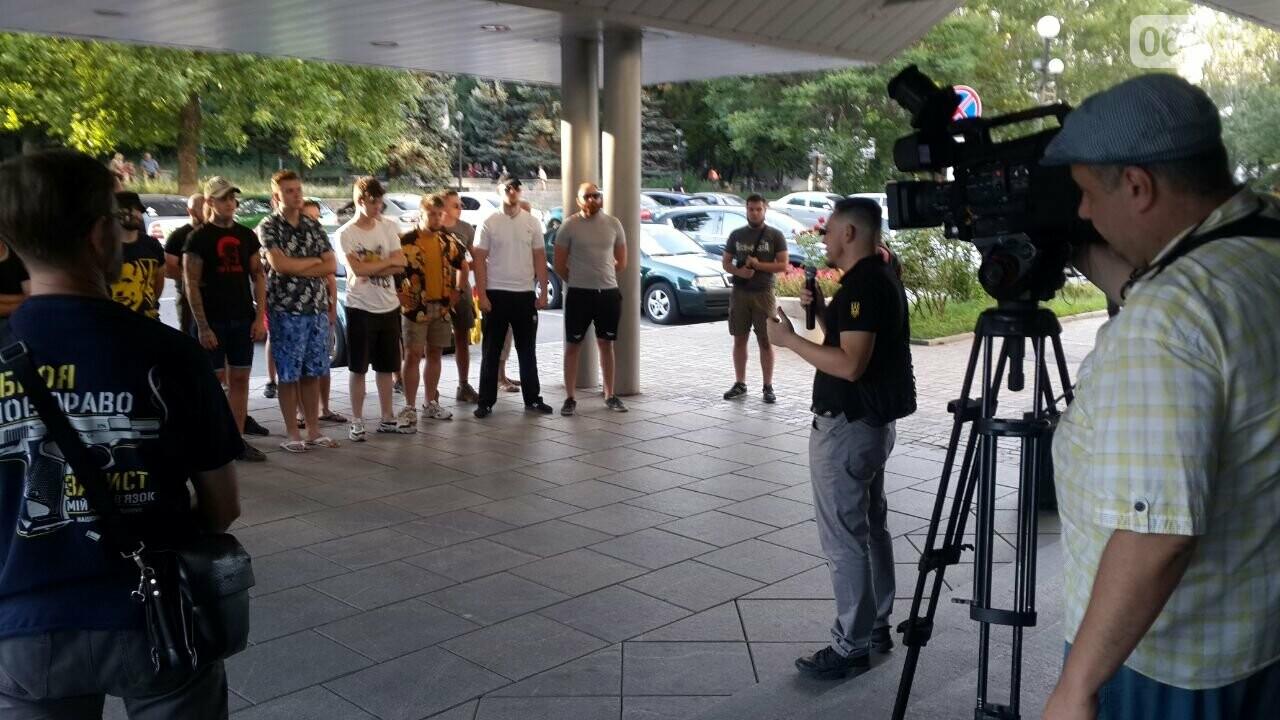 "Мужчину, который избил ""азовца"", отпустили из СИЗО - Нацкорпус провел акцию у стен Нацполиции, фото-1"