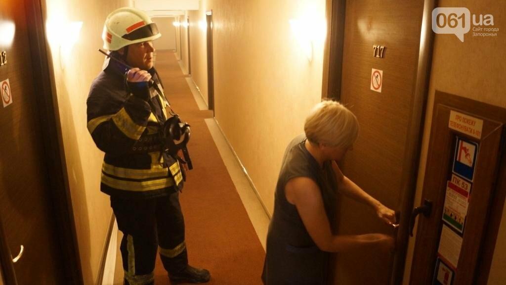 """В Запорожье из-за дыма на одном из этажей отеля """"Интурист"""" к зданию приехали 15 пожарных машин , фото-5"""