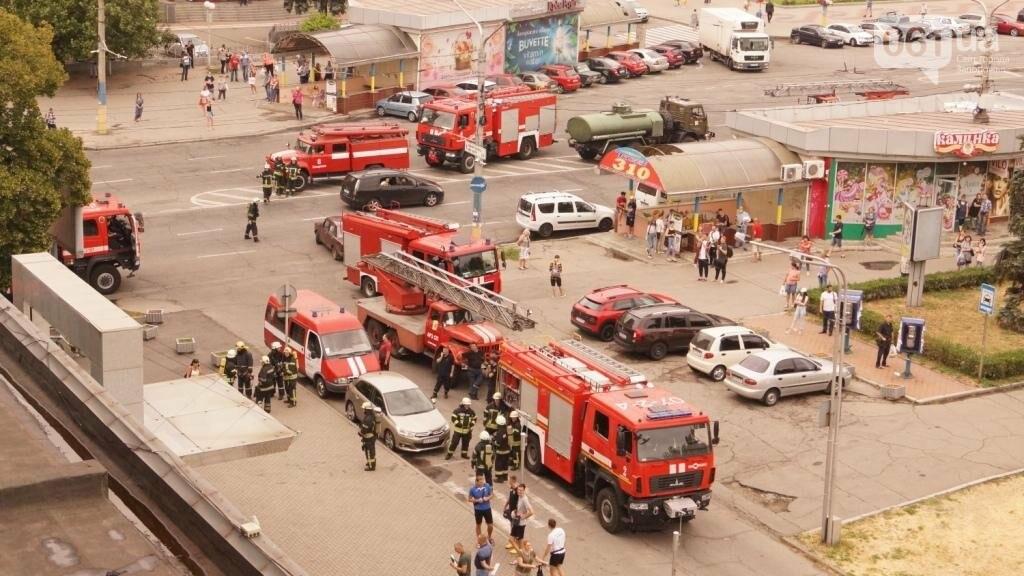"""В Запорожье из-за дыма на одном из этажей отеля """"Интурист"""" к зданию приехали 15 пожарных машин , фото-2"""