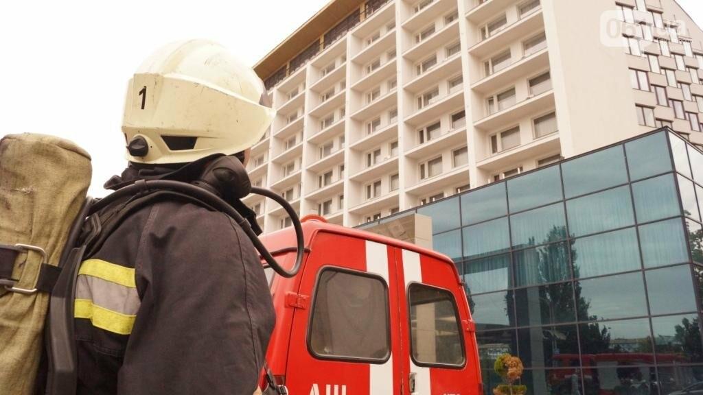 """В Запорожье из-за дыма на одном из этажей отеля """"Интурист"""" к зданию приехали 15 пожарных машин , фото-1"""