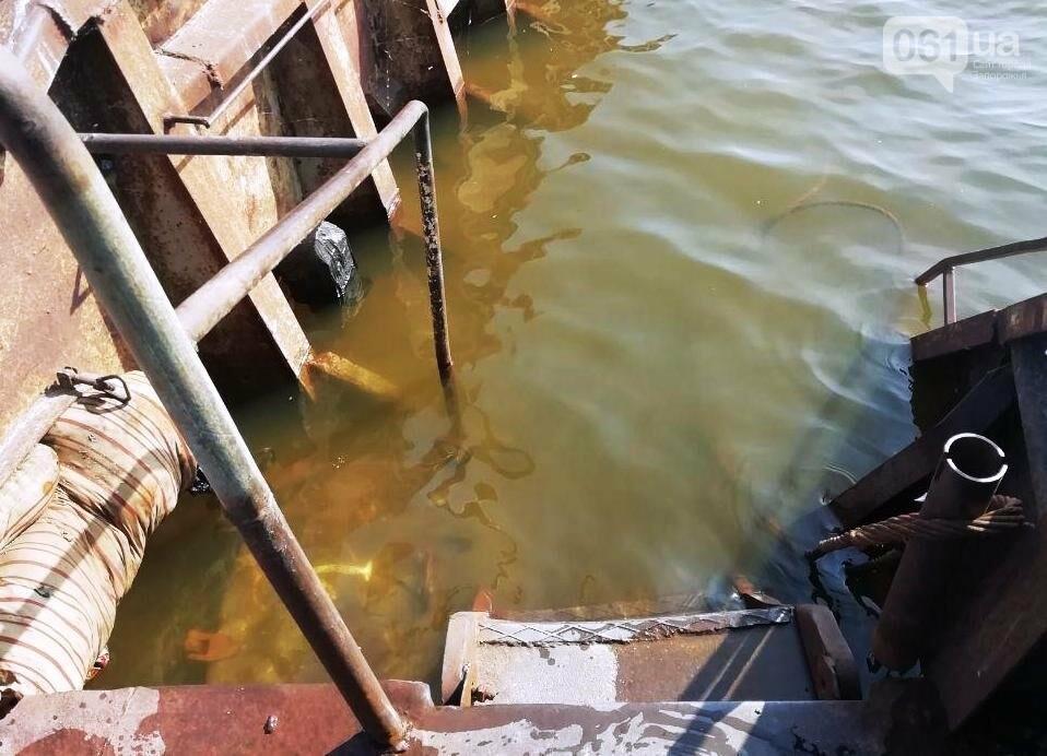 В Каховском водохранилище баржа получила пробоину, фото-5