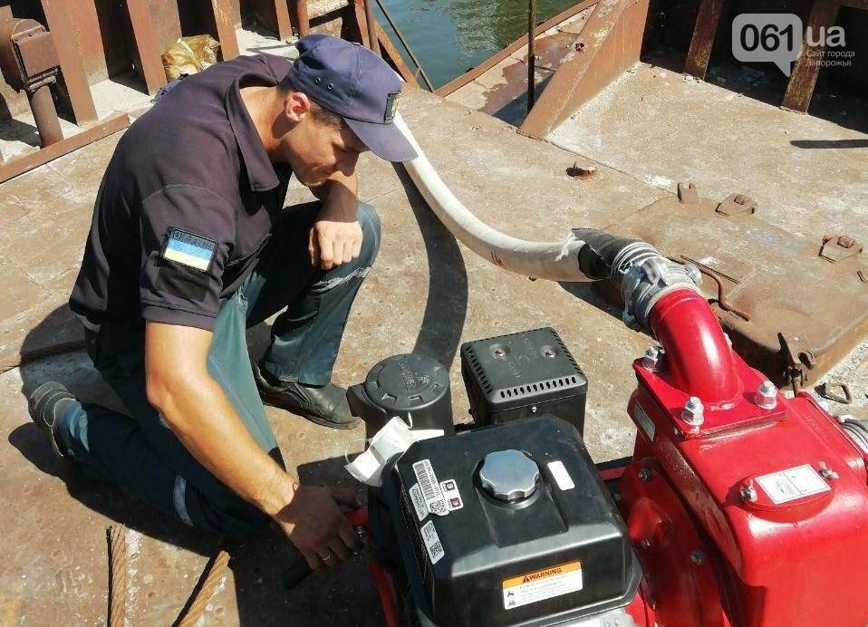 В Каховском водохранилище баржа получила пробоину, фото-3