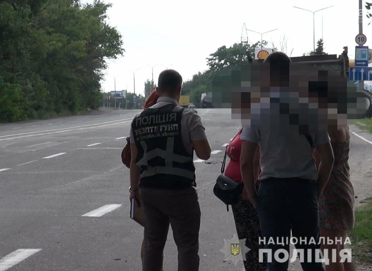 Запорожские полицейские отправились в рейд на трассу штрафовать секс-работниц , фото-1
