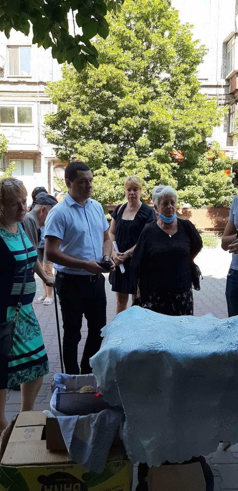 В Запорожье разогнали стихийных торговцев перед Крытым рынком , фото-2