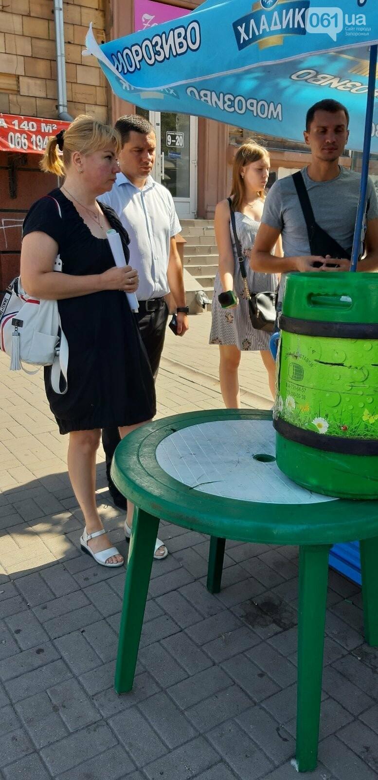 В Запорожье разогнали стихийных торговцев перед Крытым рынком , фото-3