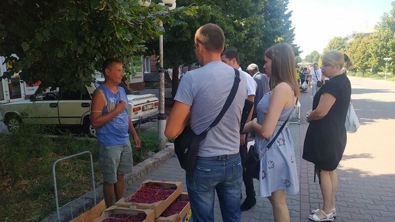 В Запорожье разогнали стихийных торговцев перед Крытым рынком , фото-1