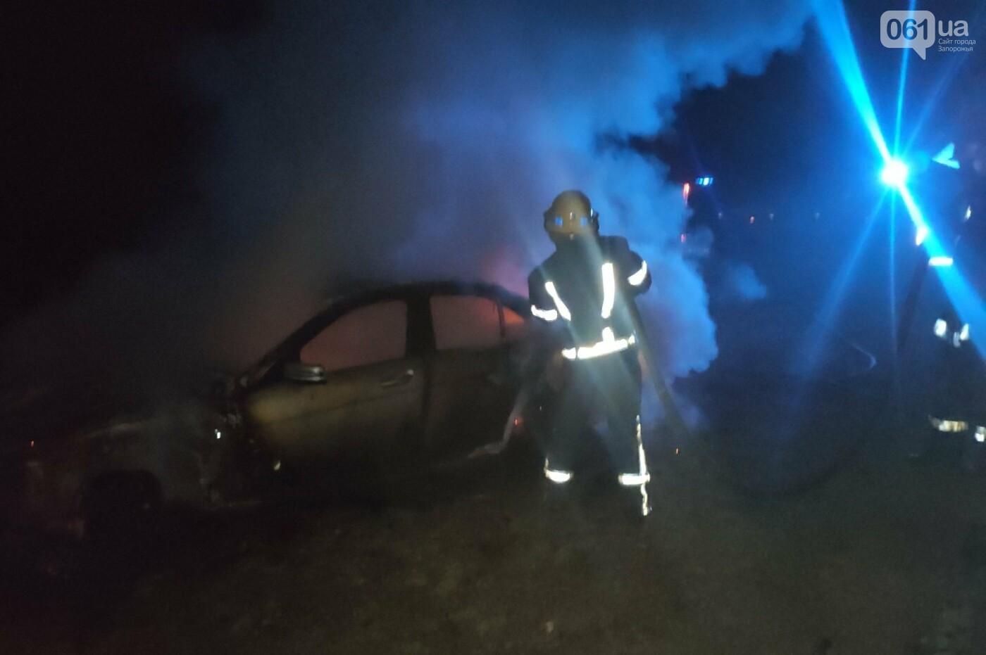 В Запорожской области загорелся Mercedes: авто тушили 5 спасателей, фото-1