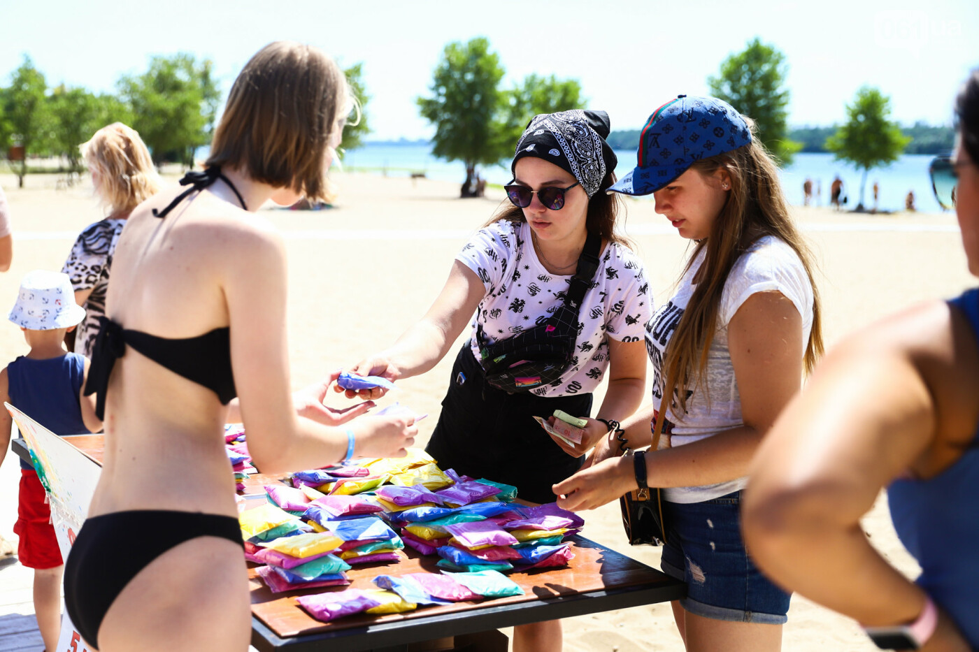 Сотни запорожцев приняли участие в фестивале красок Холи, - ФОТОРЕПОРТАЖ, фото-1