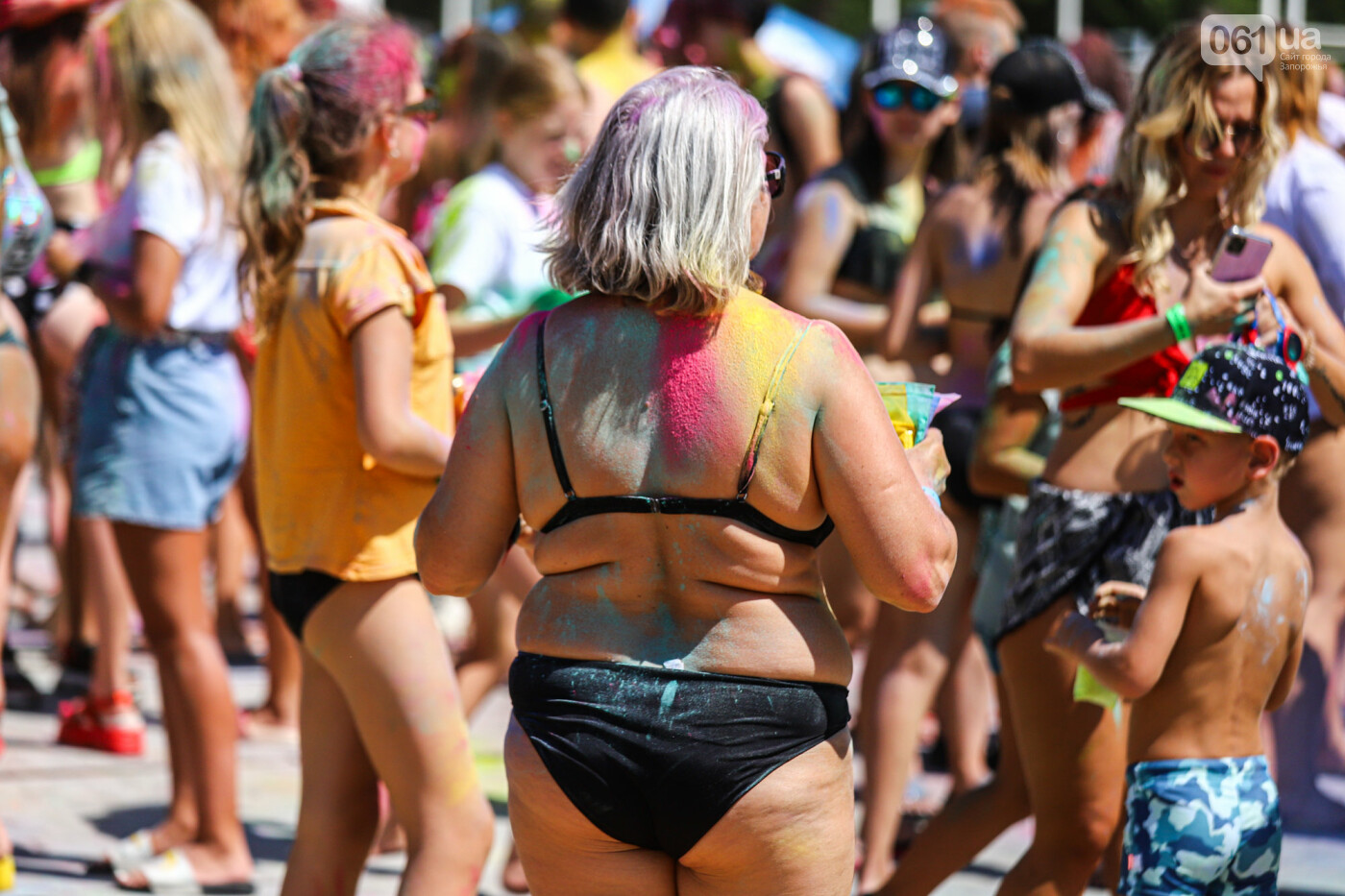 Сотни запорожцев приняли участие в фестивале красок Холи, - ФОТОРЕПОРТАЖ, фото-11