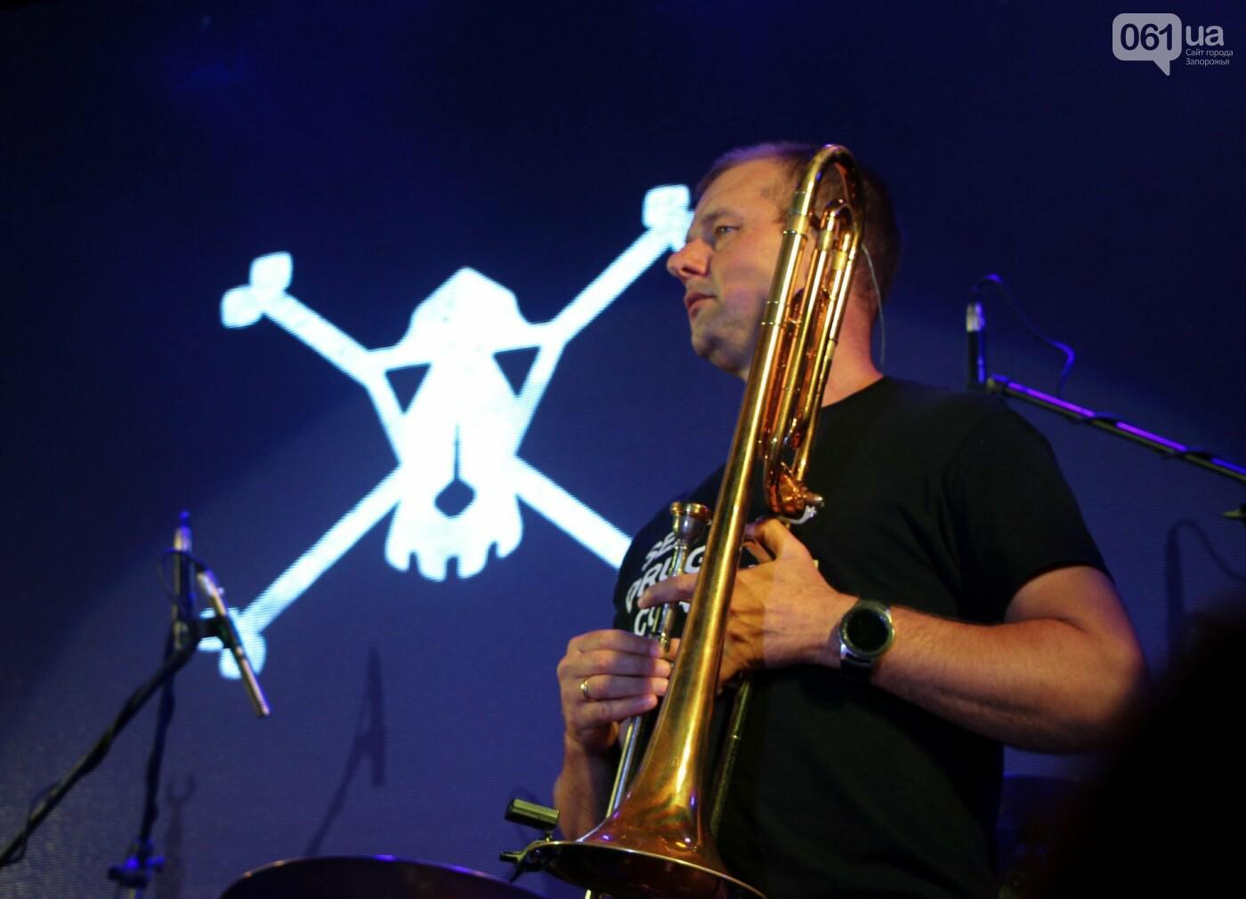 Концерт группы «Жадан і Собаки» собрал сотни запорожцев: как это было, - ФОТОРЕПОРТАЖ, фото-18