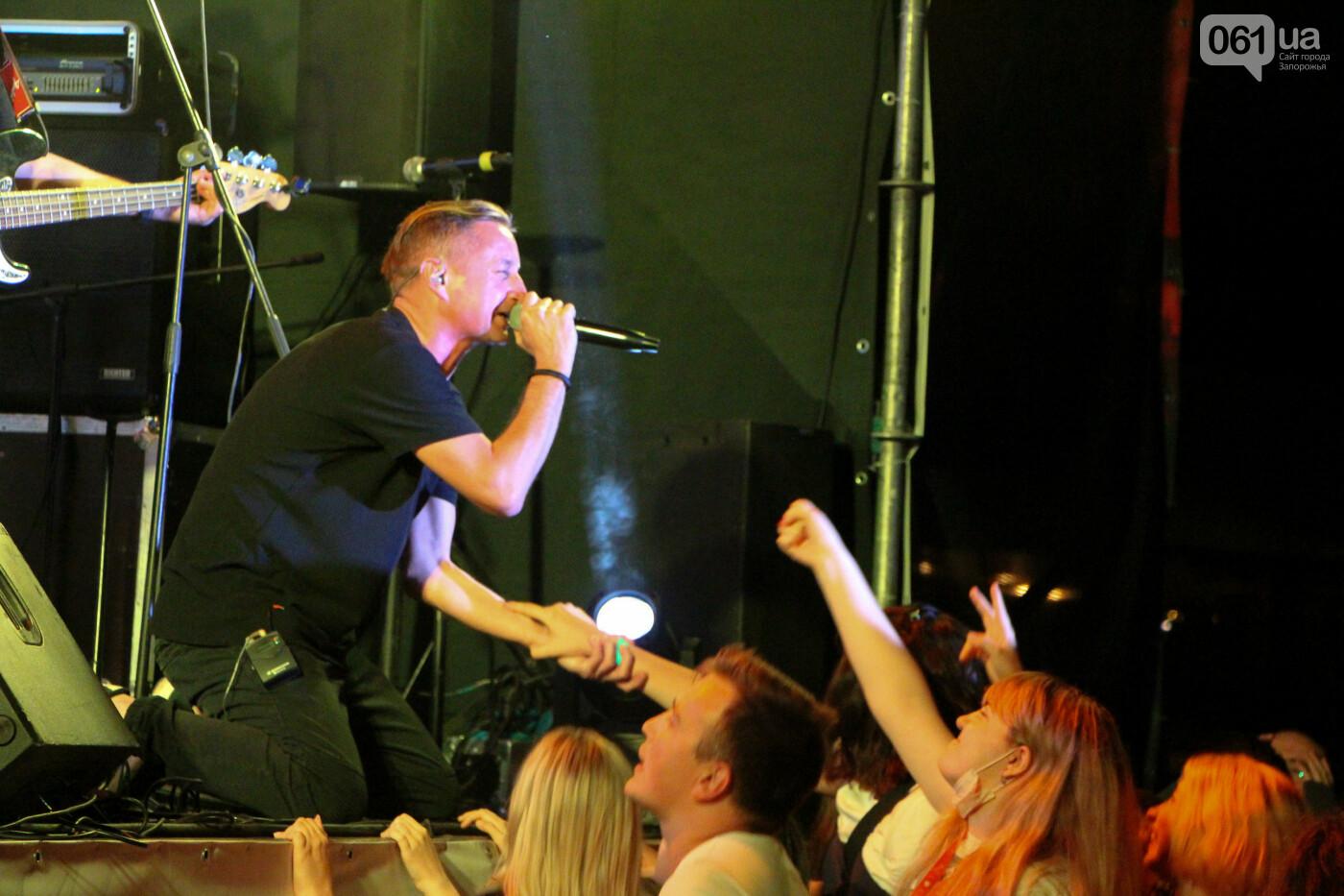 Концерт группы «Жадан і Собаки» собрал сотни запорожцев: как это было, - ФОТОРЕПОРТАЖ, фото-37