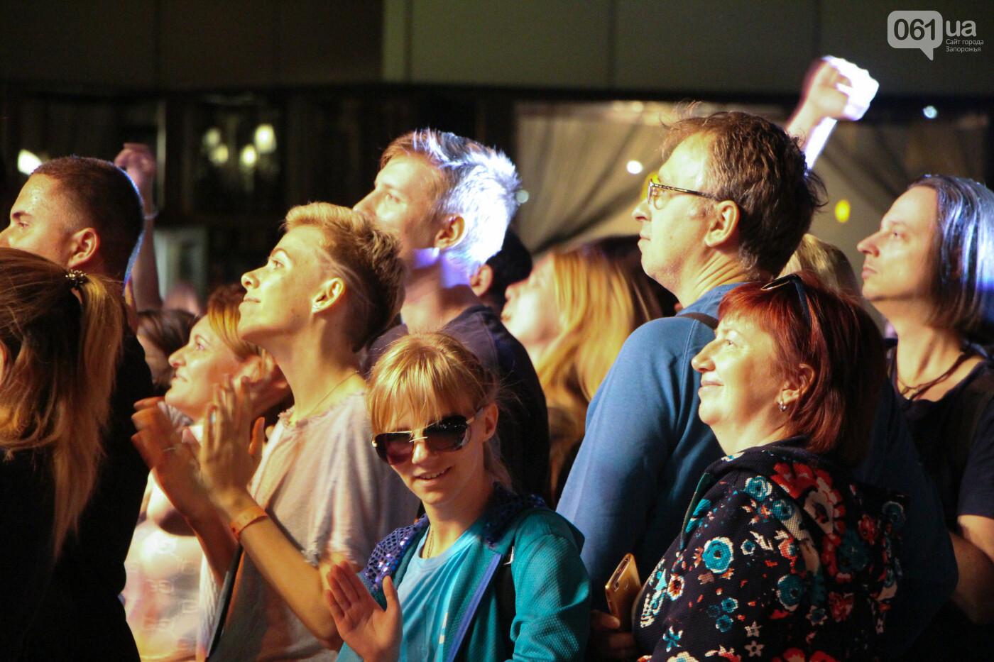 Концерт группы «Жадан і Собаки» собрал сотни запорожцев: как это было, - ФОТОРЕПОРТАЖ, фото-16