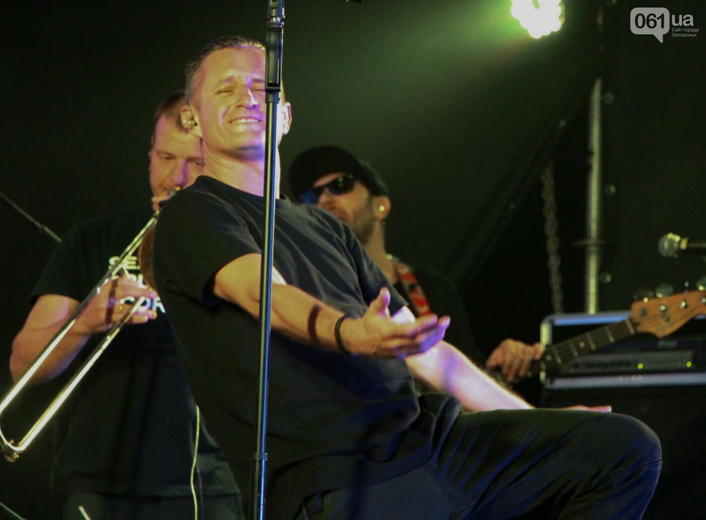Концерт группы «Жадан і Собаки» собрал сотни запорожцев: как это было, - ФОТОРЕПОРТАЖ, фото-15