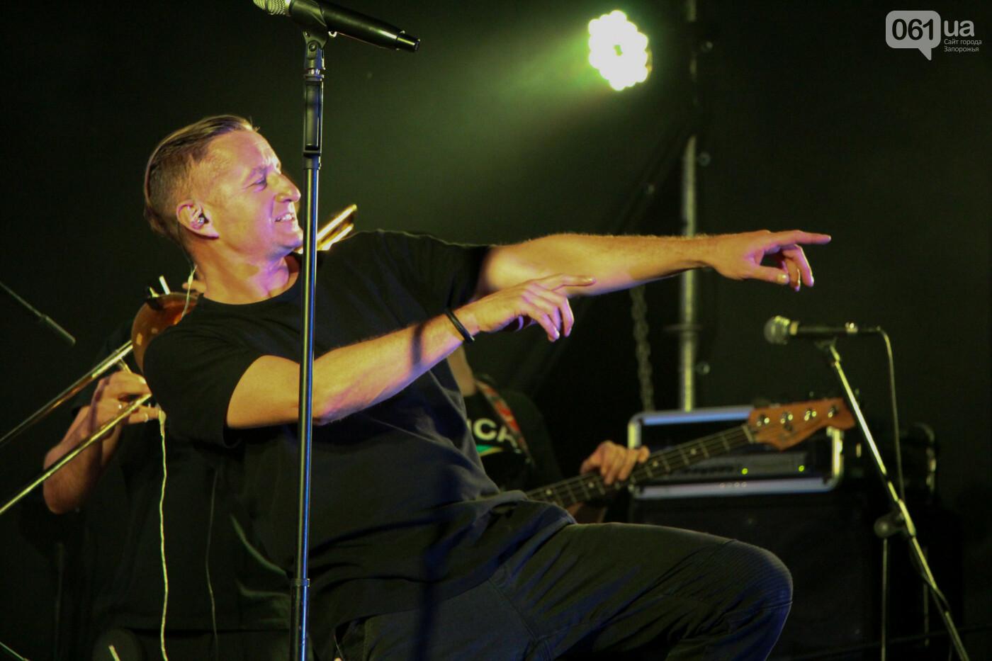Концерт группы «Жадан і Собаки» собрал сотни запорожцев: как это было, - ФОТОРЕПОРТАЖ, фото-7
