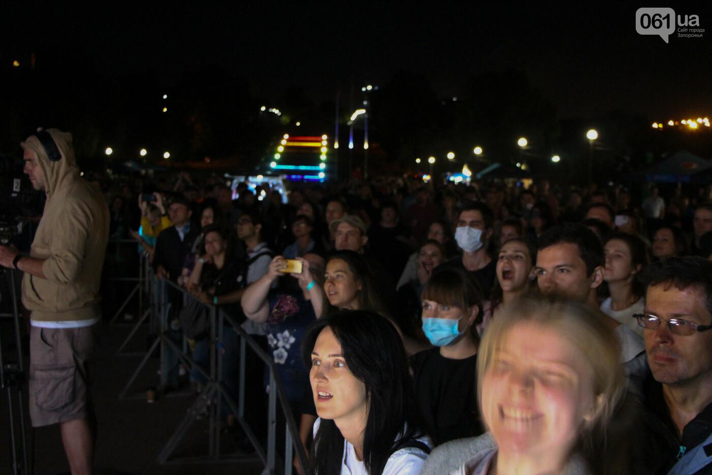 Концерт группы «Жадан і Собаки» собрал сотни запорожцев: как это было, - ФОТОРЕПОРТАЖ, фото-14
