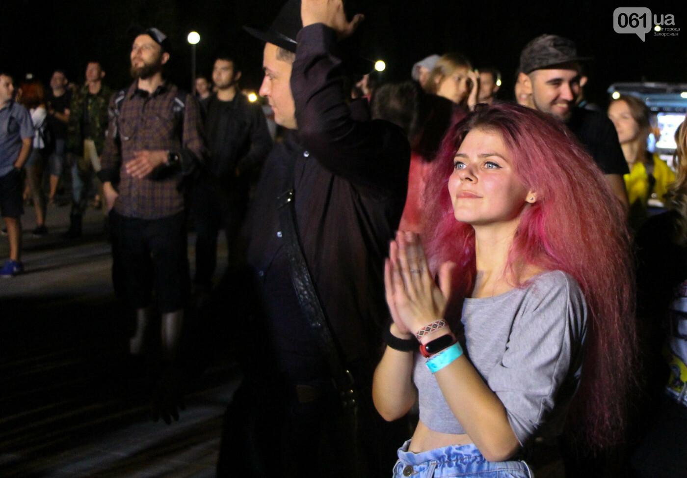 Концерт группы «Жадан і Собаки» собрал сотни запорожцев: как это было, - ФОТОРЕПОРТАЖ, фото-9