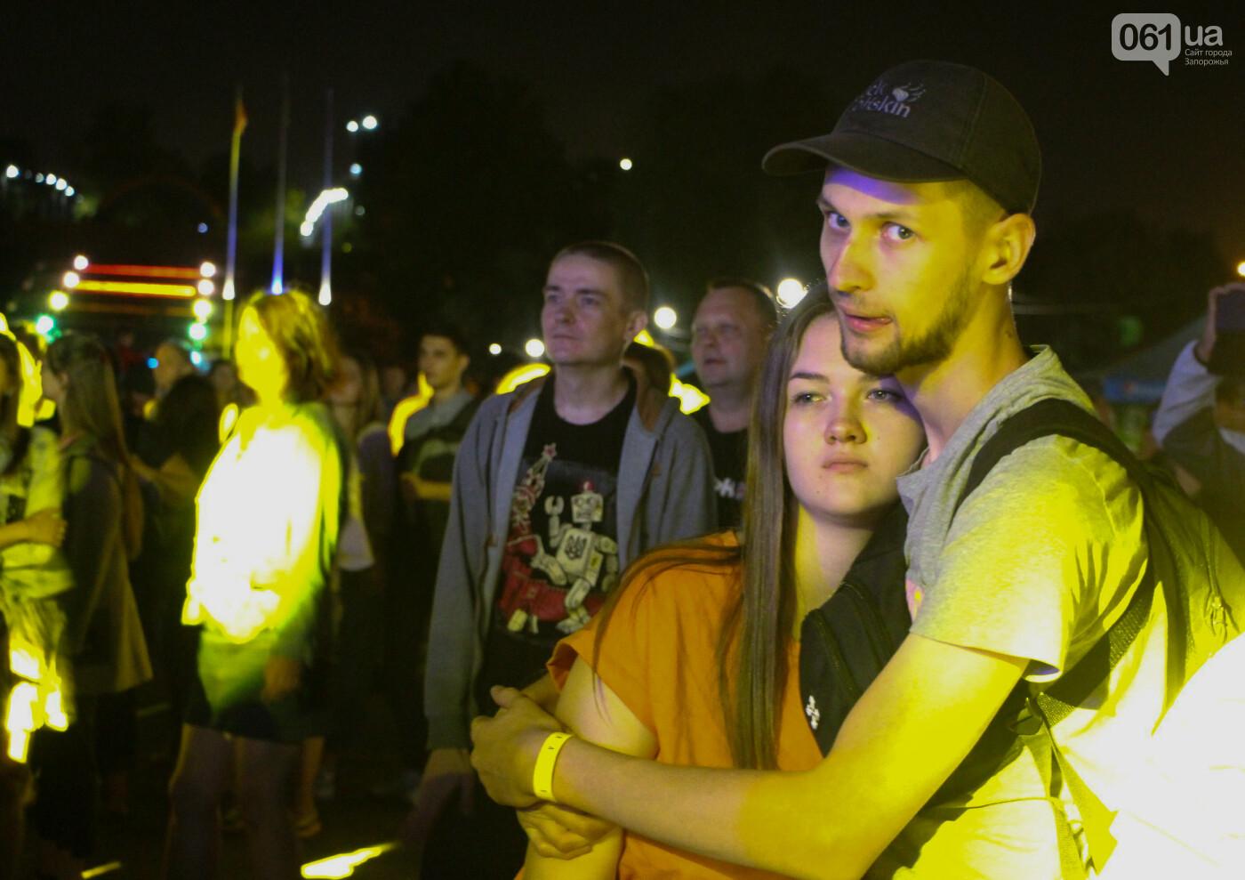 Концерт группы «Жадан і Собаки» собрал сотни запорожцев: как это было, - ФОТОРЕПОРТАЖ, фото-11