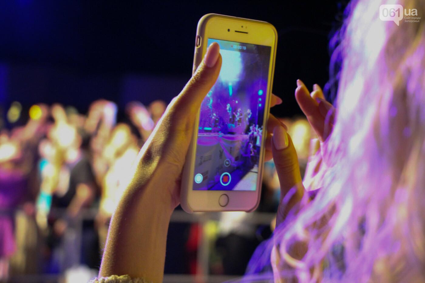 Концерт группы «Жадан і Собаки» собрал сотни запорожцев: как это было, - ФОТОРЕПОРТАЖ, фото-12