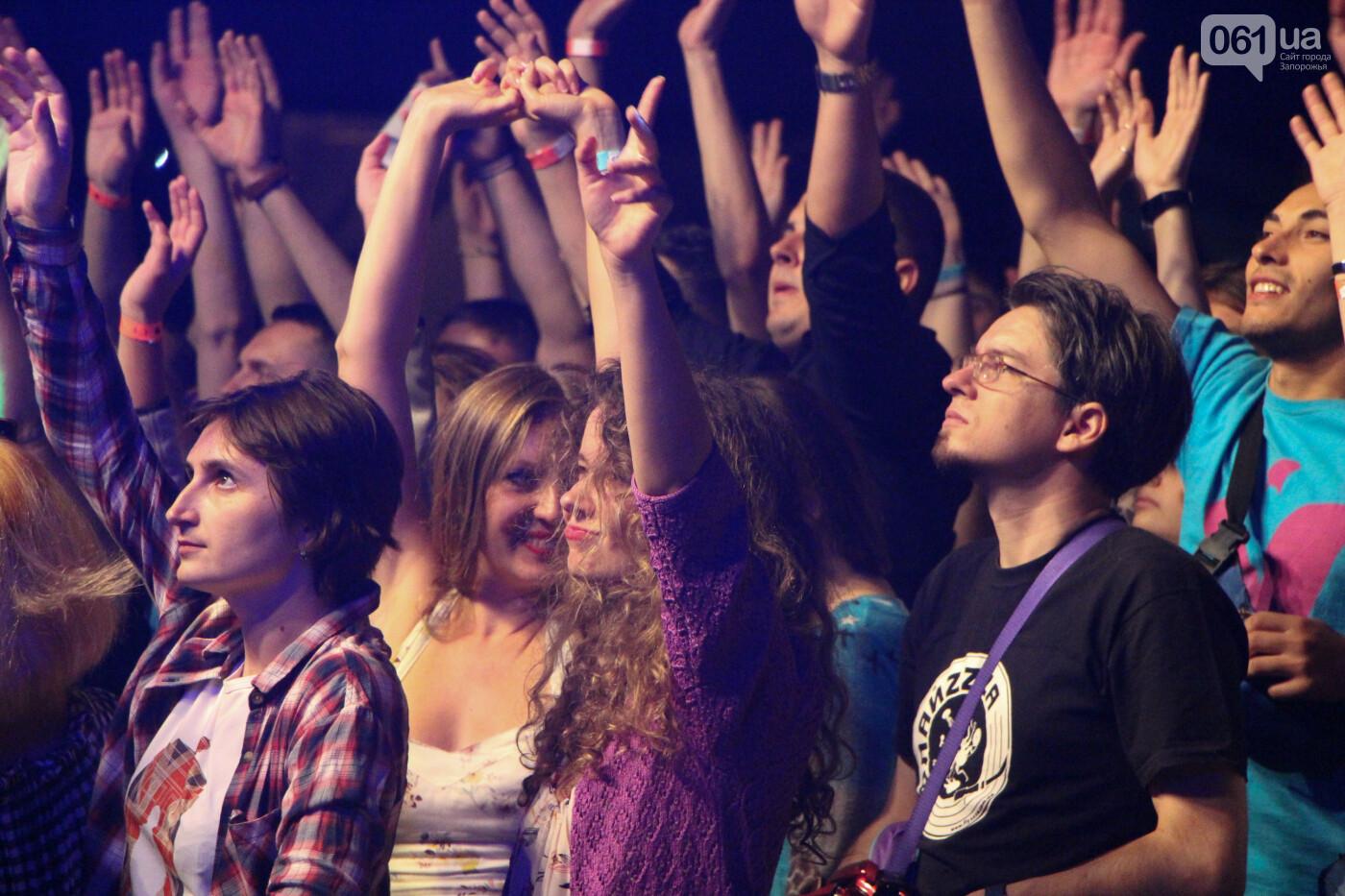 Концерт группы «Жадан і Собаки» собрал сотни запорожцев: как это было, - ФОТОРЕПОРТАЖ, фото-17