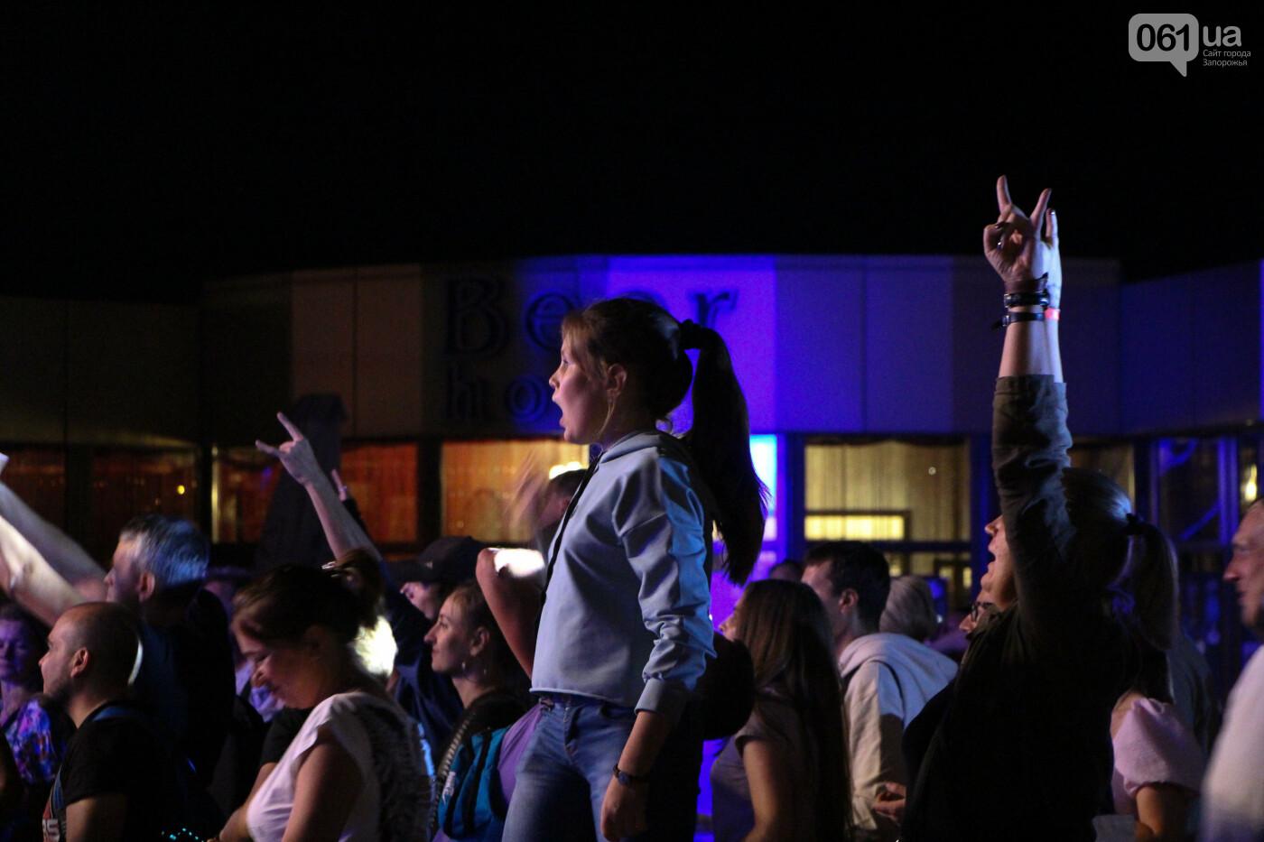 Концерт группы «Жадан і Собаки» собрал сотни запорожцев: как это было, - ФОТОРЕПОРТАЖ, фото-28