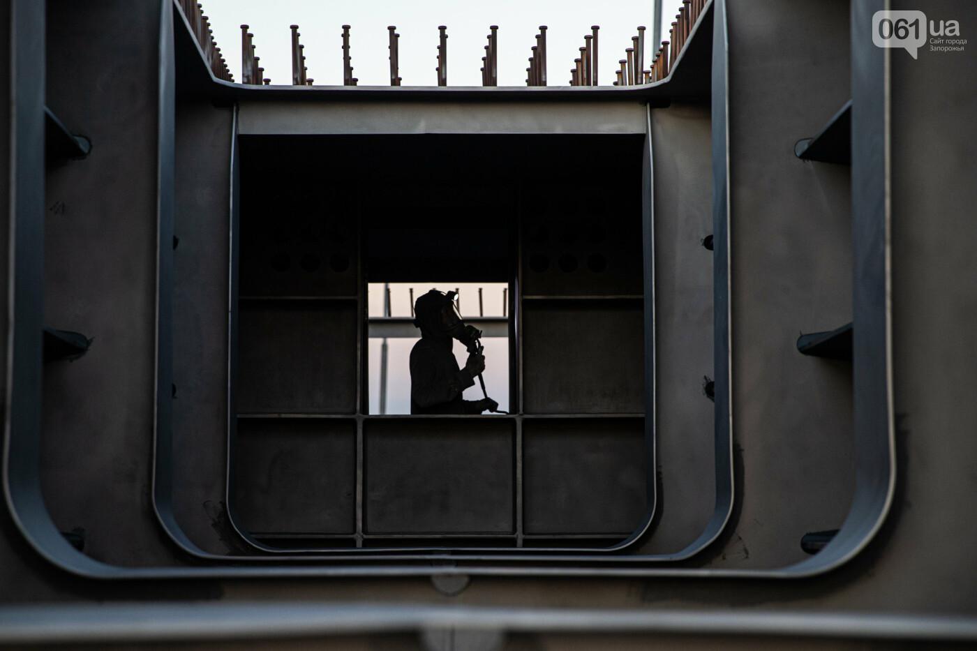 В Запорожье собирают балочный мост через Старый Днепр – строители работают даже ночью, - ФОТОРЕПОРТАЖ , фото-1