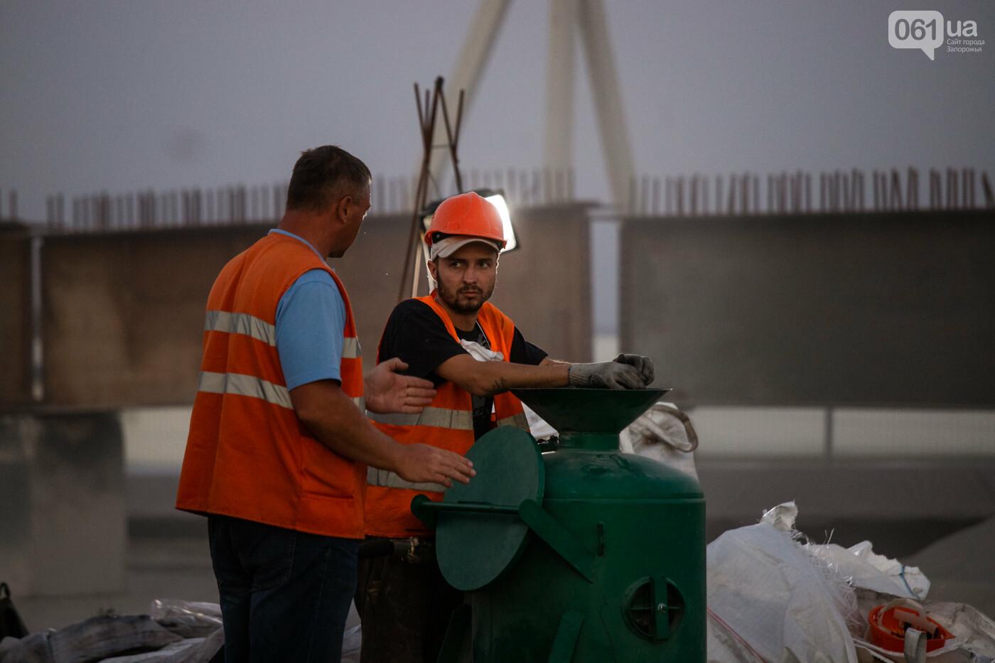 В Запорожье собирают балочный мост через Старый Днепр – строители работают даже ночью, - ФОТОРЕПОРТАЖ , фото-12