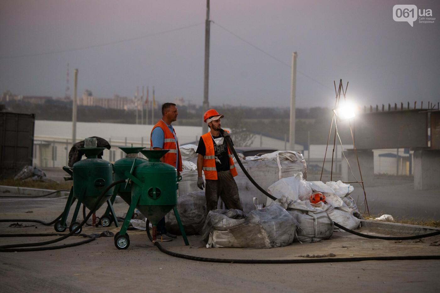 В Запорожье собирают балочный мост через Старый Днепр – строители работают даже ночью, - ФОТОРЕПОРТАЖ , фото-13