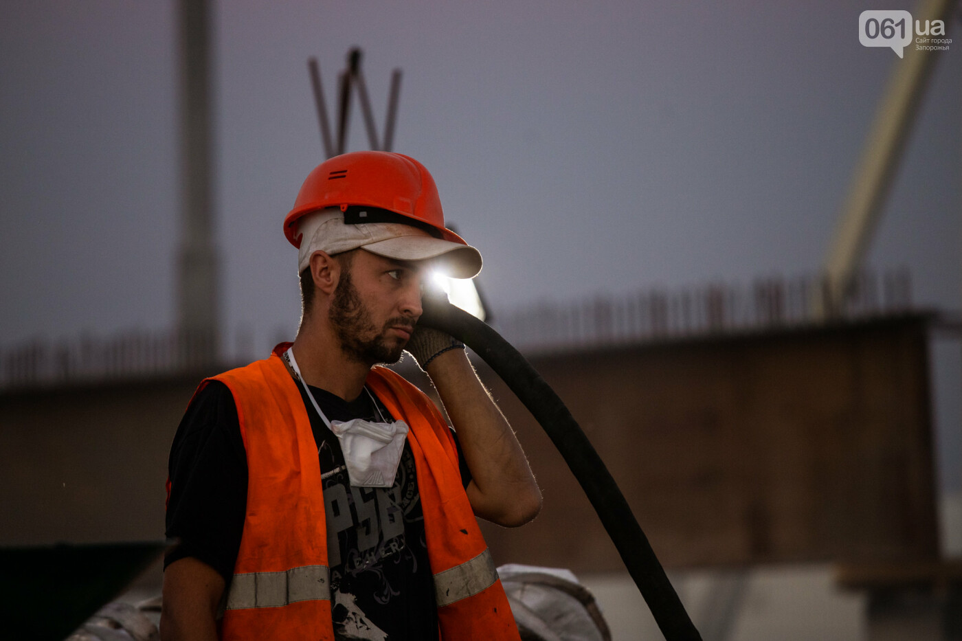 В Запорожье собирают балочный мост через Старый Днепр – строители работают даже ночью, - ФОТОРЕПОРТАЖ , фото-14