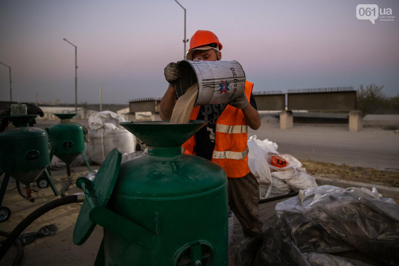 В Запорожье собирают балочный мост через Старый Днепр – строители работают даже ночью, - ФОТОРЕПОРТАЖ , фото-17