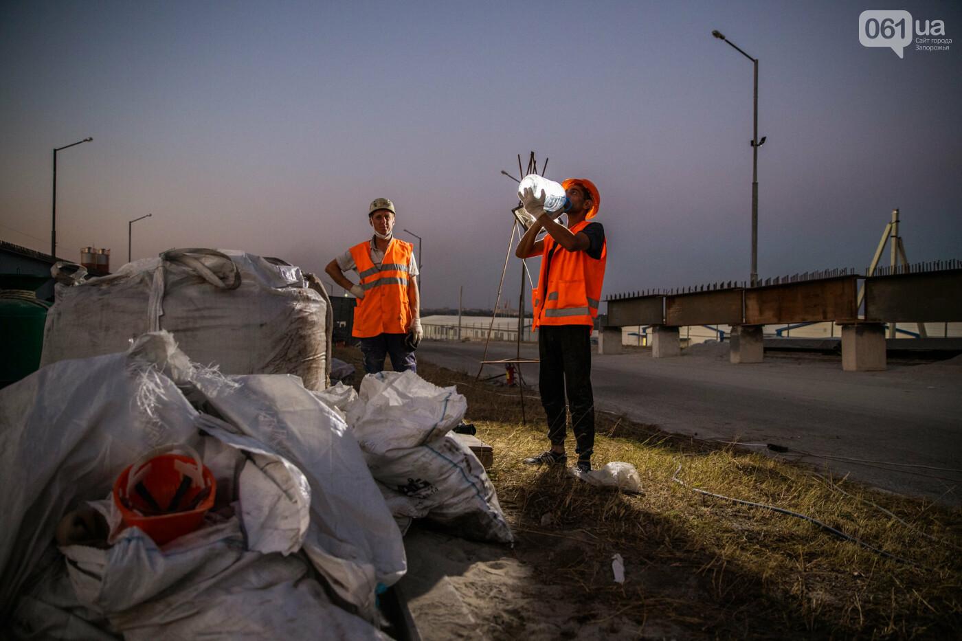 В Запорожье собирают балочный мост через Старый Днепр – строители работают даже ночью, - ФОТОРЕПОРТАЖ , фото-18