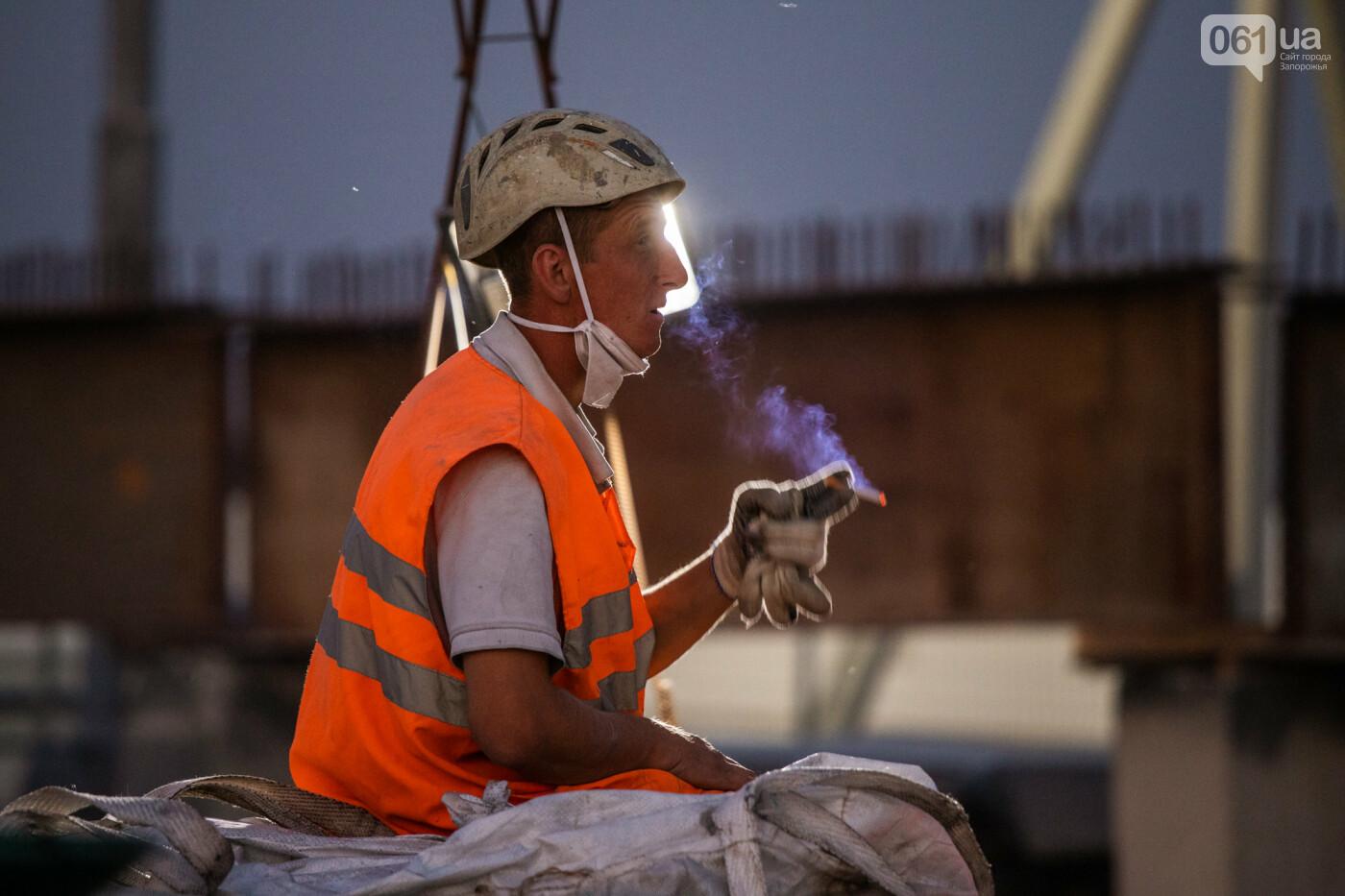 В Запорожье собирают балочный мост через Старый Днепр – строители работают даже ночью, - ФОТОРЕПОРТАЖ , фото-21