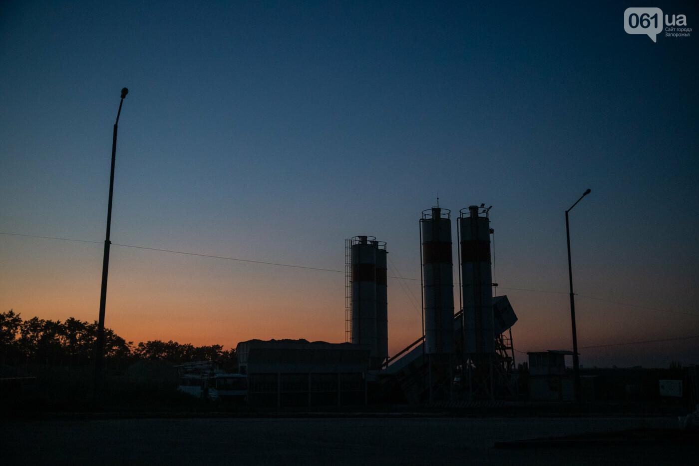 В Запорожье собирают балочный мост через Старый Днепр – строители работают даже ночью, - ФОТОРЕПОРТАЖ , фото-23