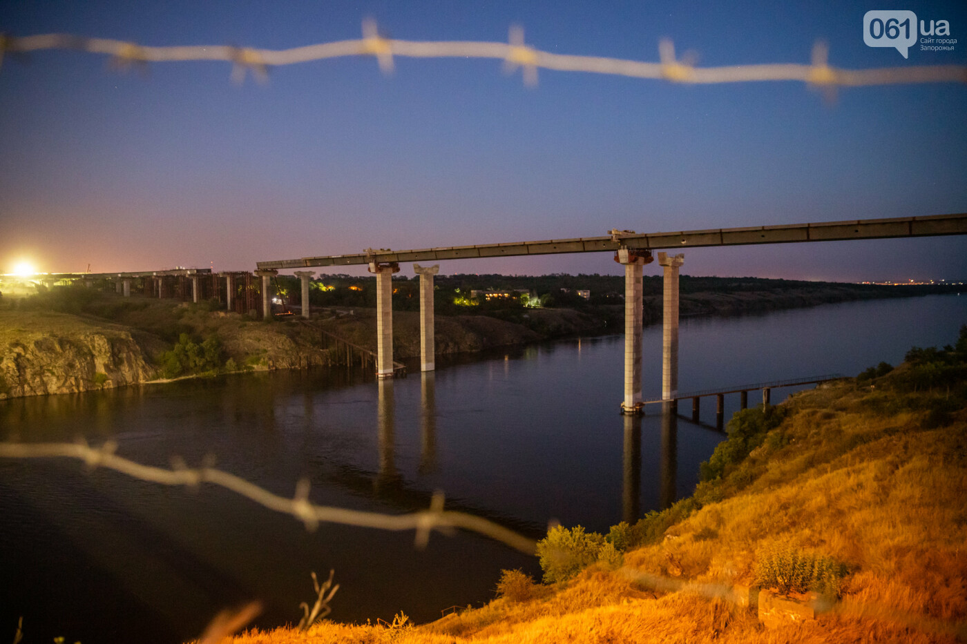 В Запорожье собирают балочный мост через Старый Днепр – строители работают даже ночью, - ФОТОРЕПОРТАЖ , фото-38