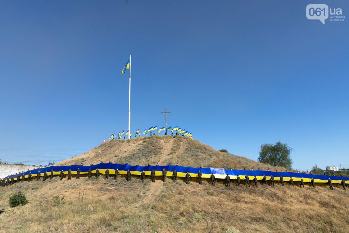 Впервые на Хортице развернули 100-метровый флаг Украины, - ФОТОРЕПОРТАЖ, фото-1