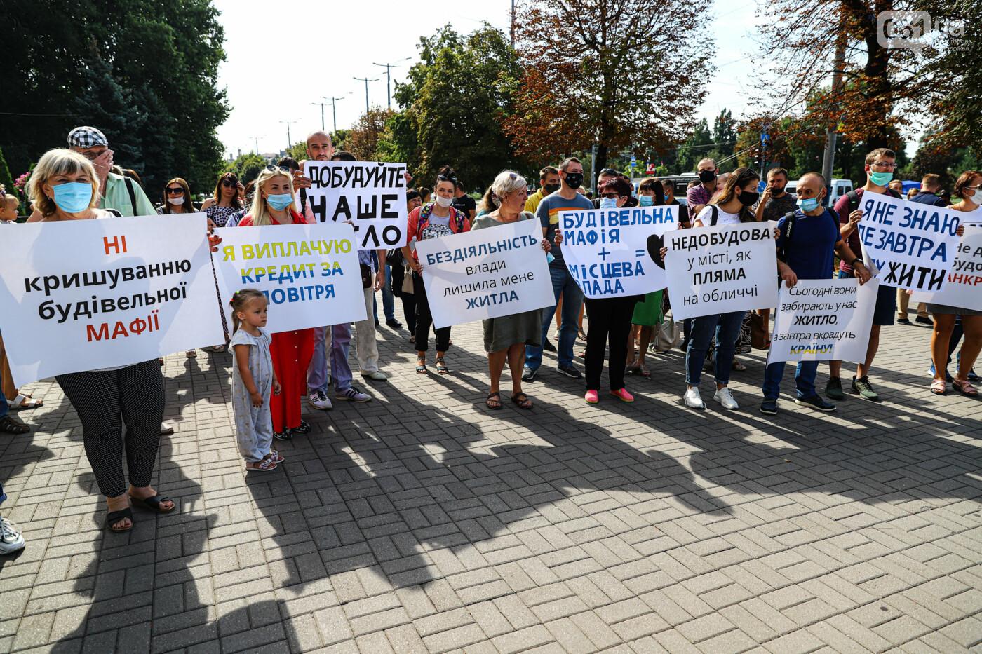 «Я выплачиваю кредит за воздух»: жильцы недостроенных многоэтажек вышли на митинг под стенами мэрии, - ФОТОРЕПОРТАЖ, фото-7