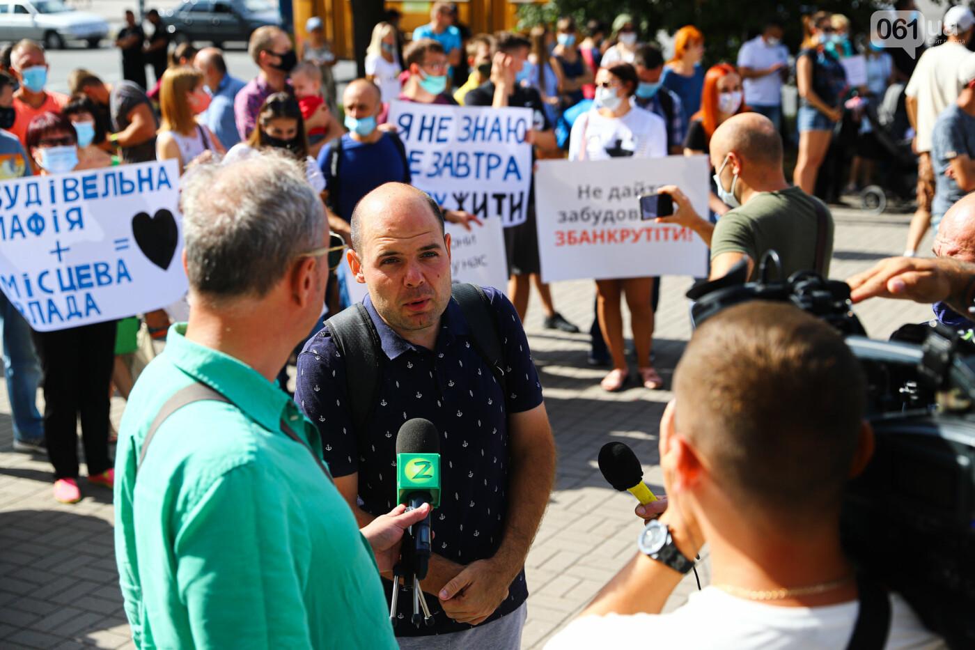 «Я выплачиваю кредит за воздух»: жильцы недостроенных многоэтажек вышли на митинг под стенами мэрии, - ФОТОРЕПОРТАЖ, фото-9