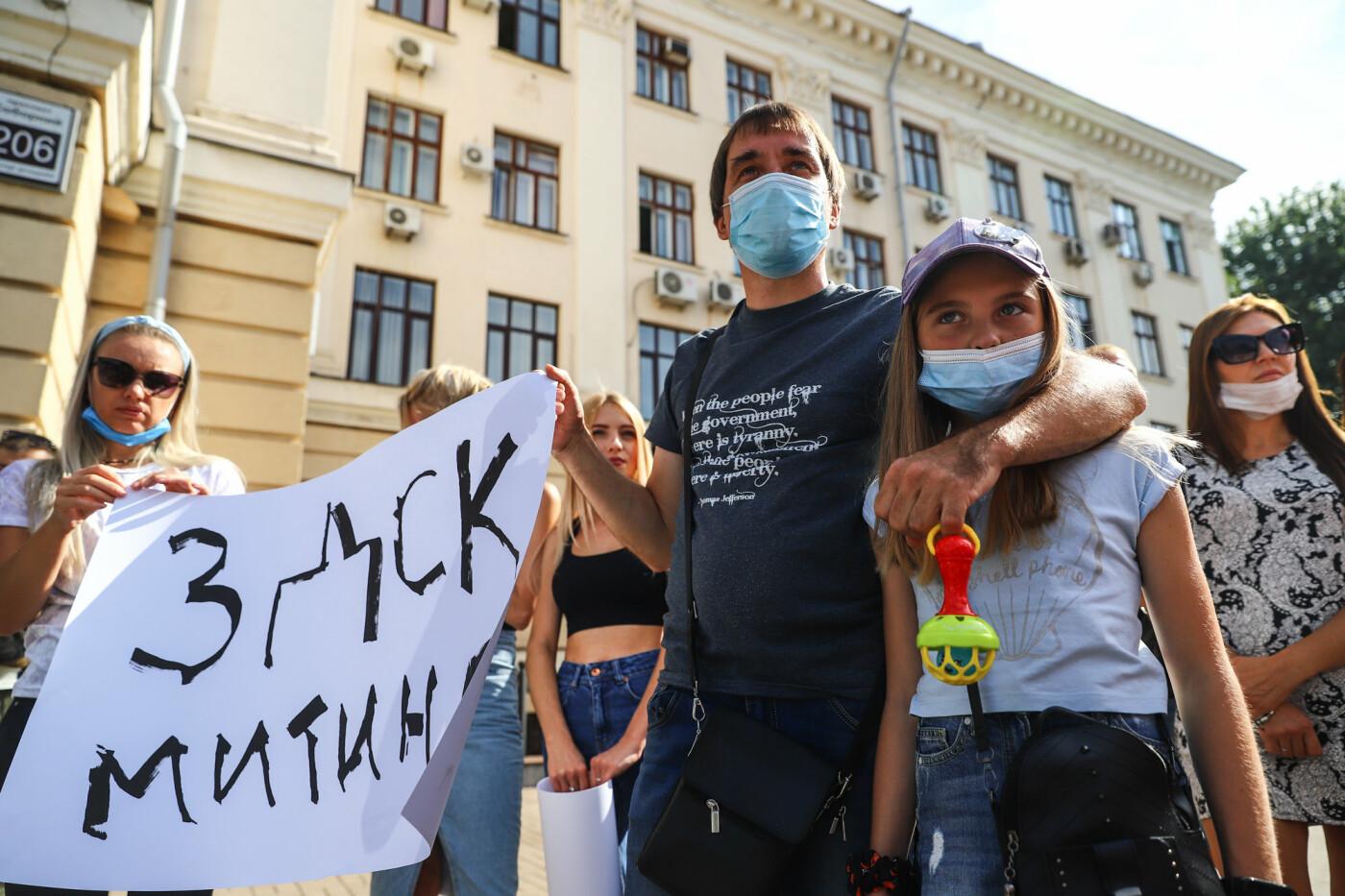 «Я выплачиваю кредит за воздух»: жильцы недостроенных многоэтажек вышли на митинг под стенами мэрии, - ФОТОРЕПОРТАЖ, фото-11