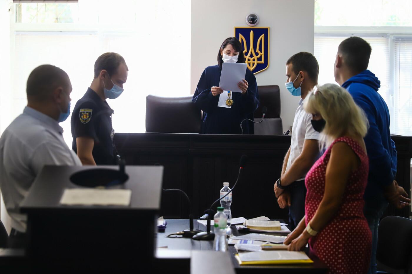 С митингами и аплодисментами: в Хортицком суде избрали меру пресечения для подозреваемых в нападении на агитпалатки ОПЗЖ, - ФОТО, фото-17