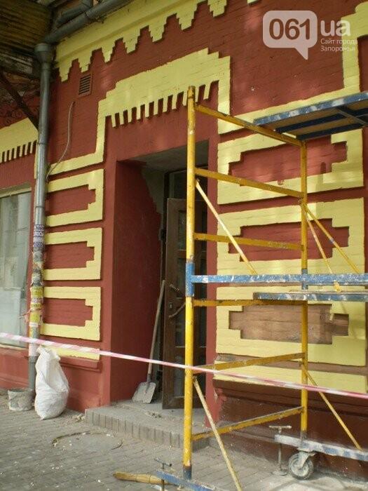 В Запорожье перекрашивают фасад знаменитого дома Лещинского - цвет краски подбирал главный художник города , фото-2