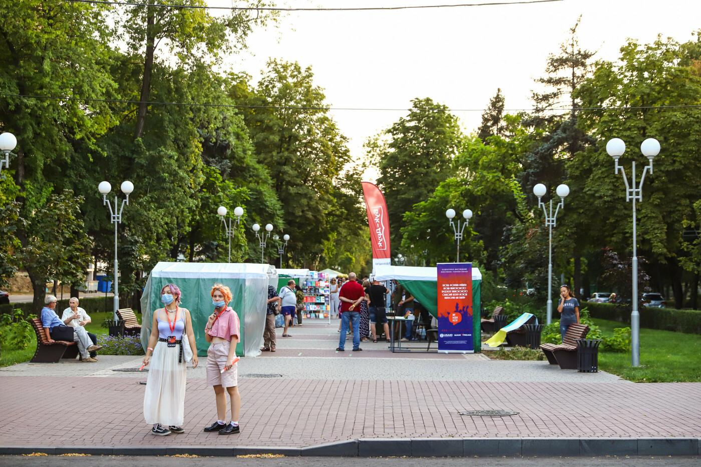 Фестивали, праздники, приезд Зеленского и ночная стройка мостов: август в фотографиях , фото-24