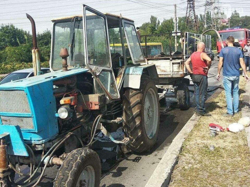 В Запорожье у трактора загорелся прицеп , фото-1
