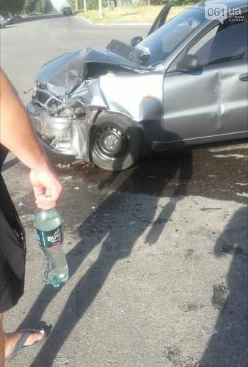 В Запорожье произошло ДТП с тремя пострадавшими: среди них беременная женщина, фото-2