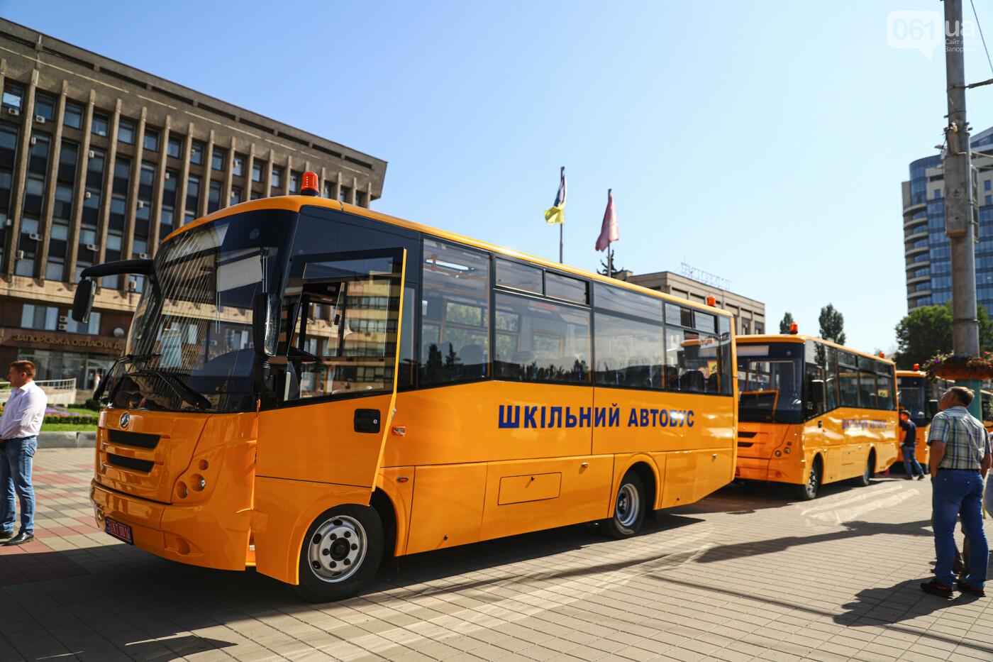 Громадам передали вторую партию школьных автобусов, собранных на ЗАЗ, - ФОТО, фото-1