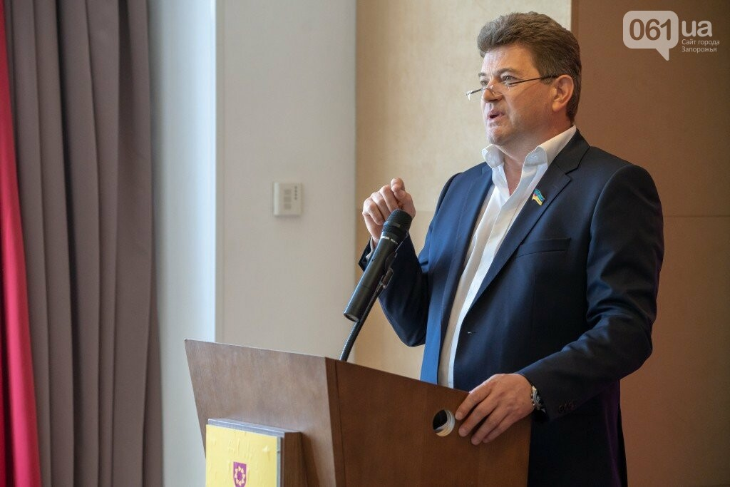 """Ефективні запорізькі лідери об'єдналися у партію Володимира Буряка """"Єднання"""" заради розвитку міста та регіону, фото-1"""