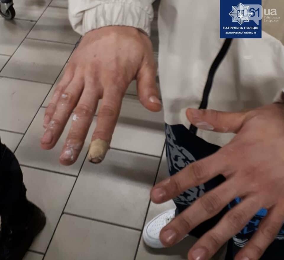 Патрульные задержали парней, которые обрисовали авто и дом в центре Запорожья, - ФОТО , фото-7