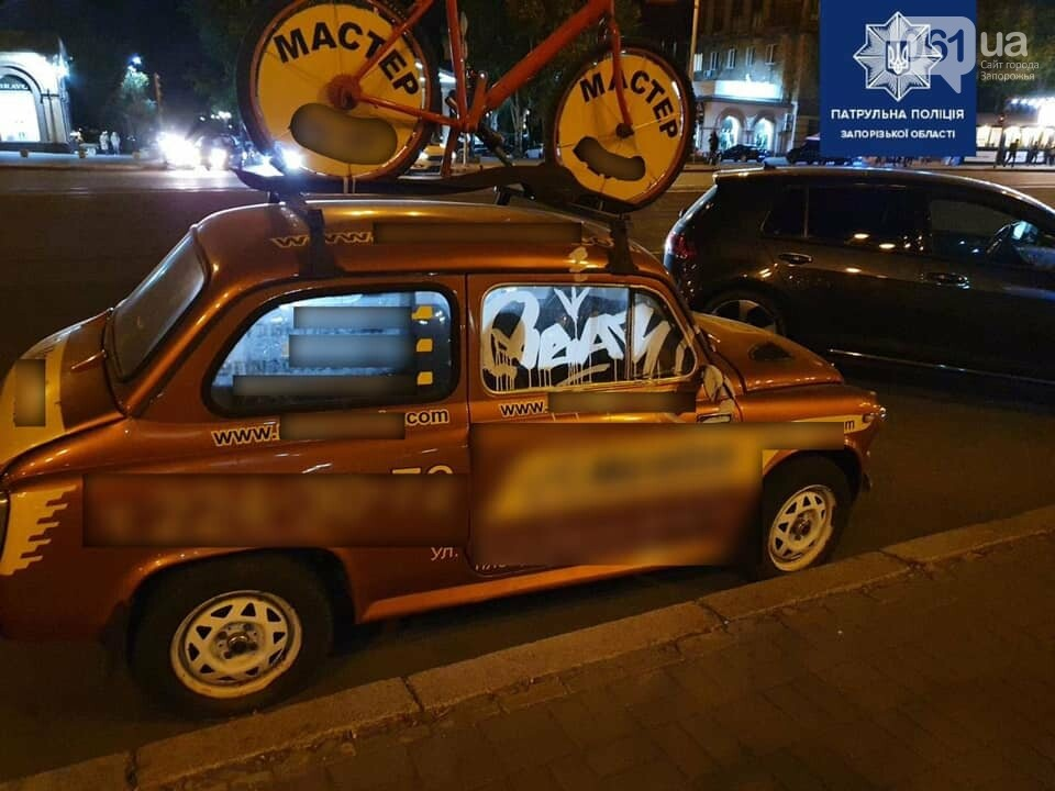 Патрульные задержали парней, которые обрисовали авто и дом в центре Запорожья, - ФОТО , фото-1