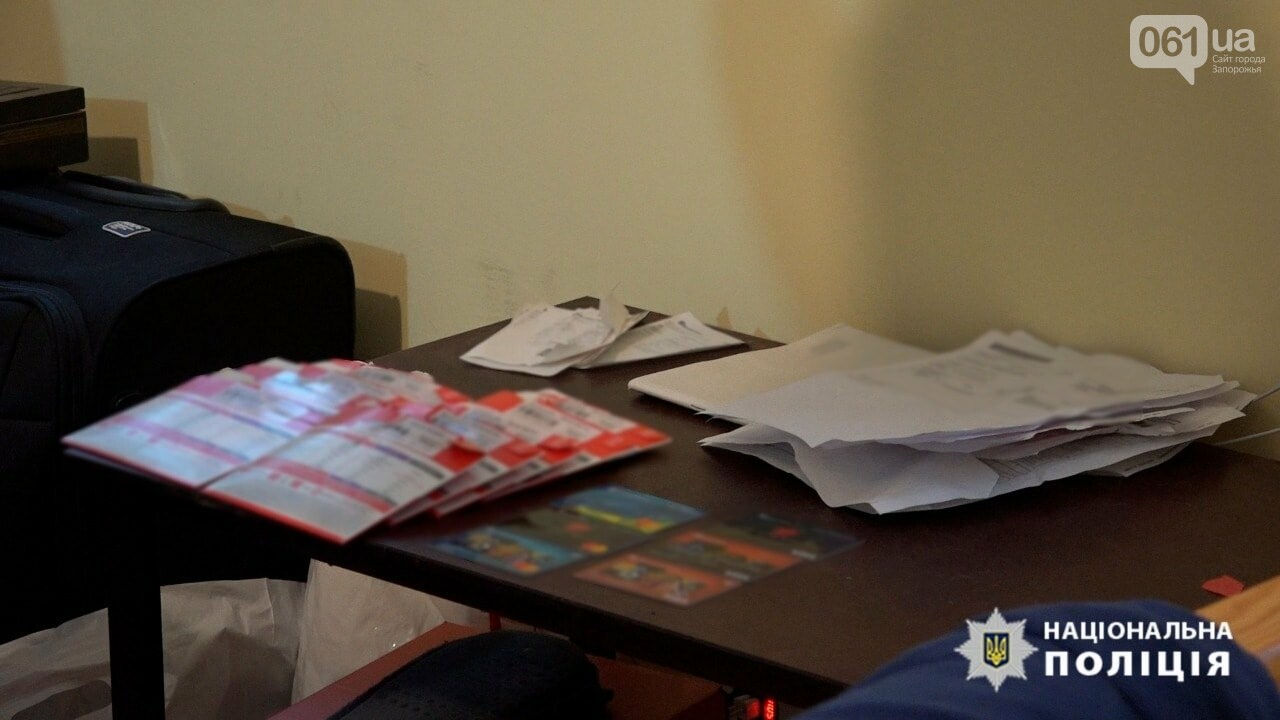 В Запорожье разоблачили сеть порностудий, которые оборудовали в съемных квартирах, - ФОТО, фото-7