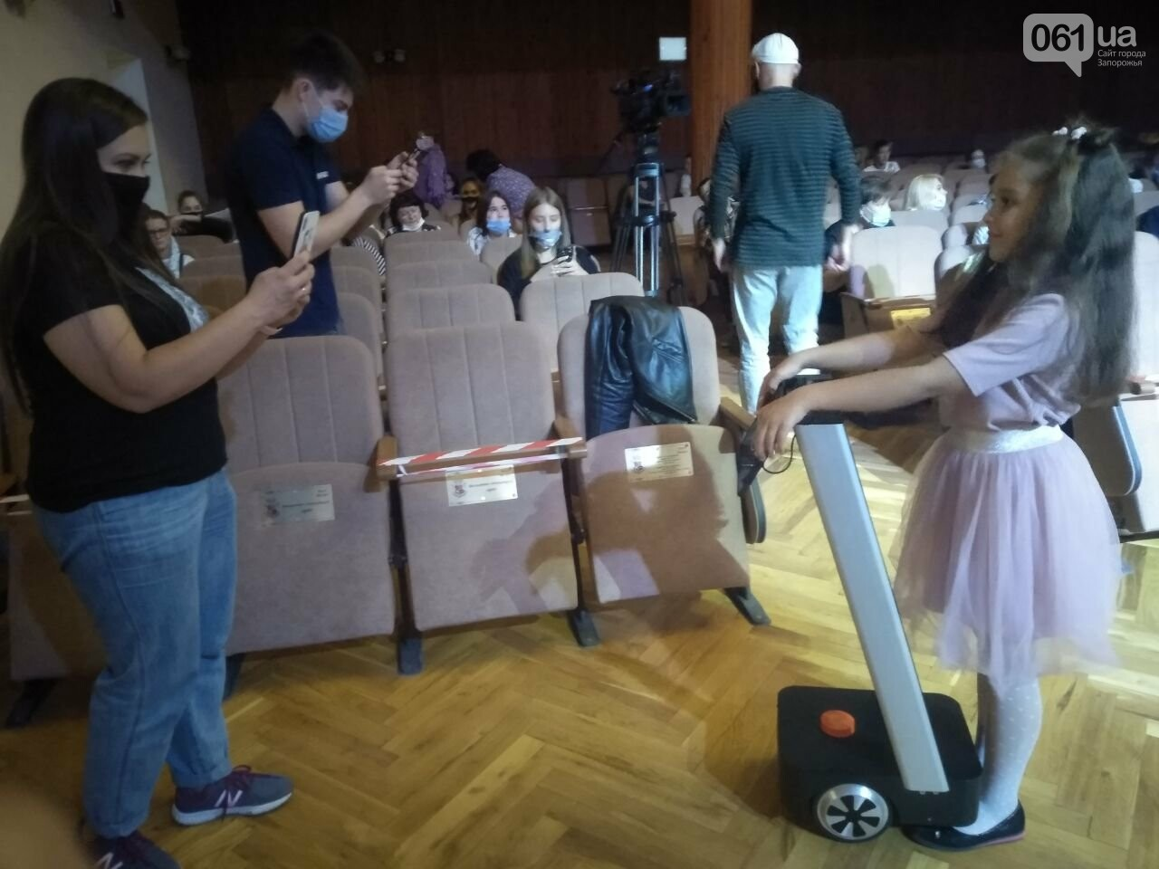 Роботы-официанты, ретро-экспонаты и физические эксперименты: как в Запорожье прошла «Ночь науки», фото-3