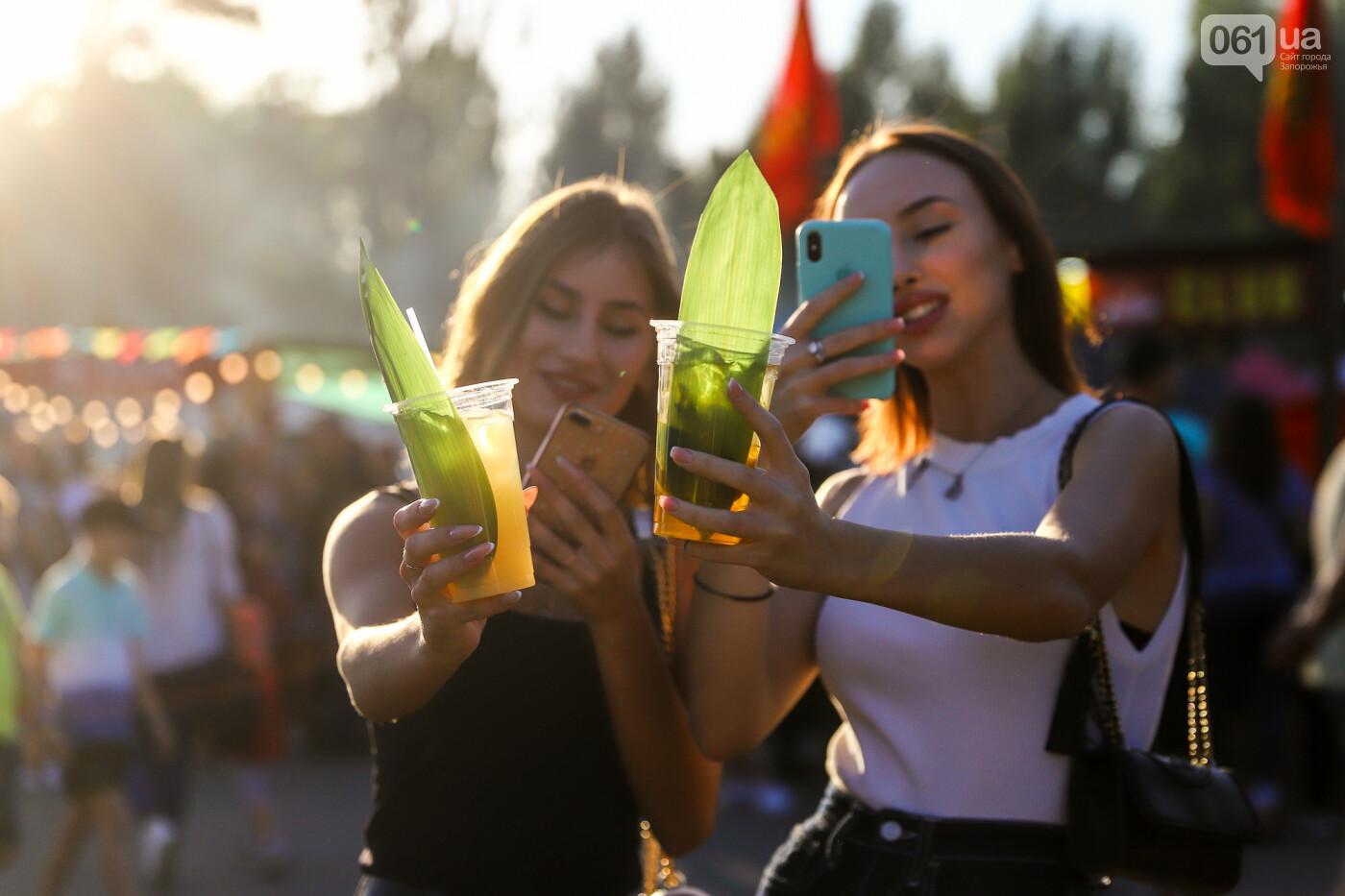 ЛГБТ-прайд, эко-митинг и восстановленные скульптуры в сквере Пионеров: сентябрь в фотографиях , фото-30